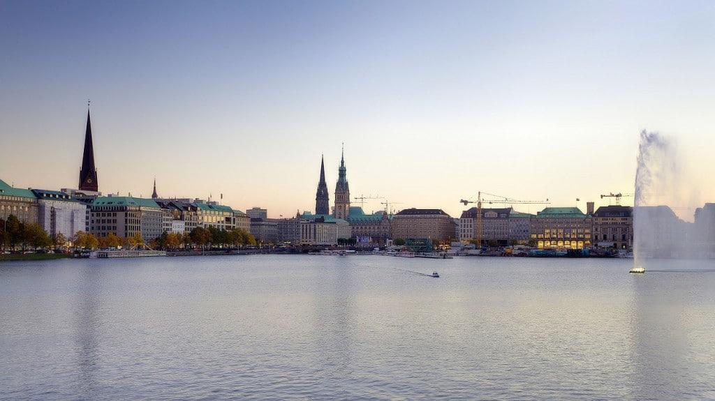Hamburg mit Blick auf die Alster