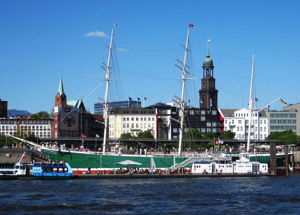 Hamburg - Genießen mit Blick auf die Elbe